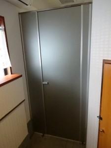 神奈川県 川崎市 多摩区 トイレ パーテーション ダイノックシート Before